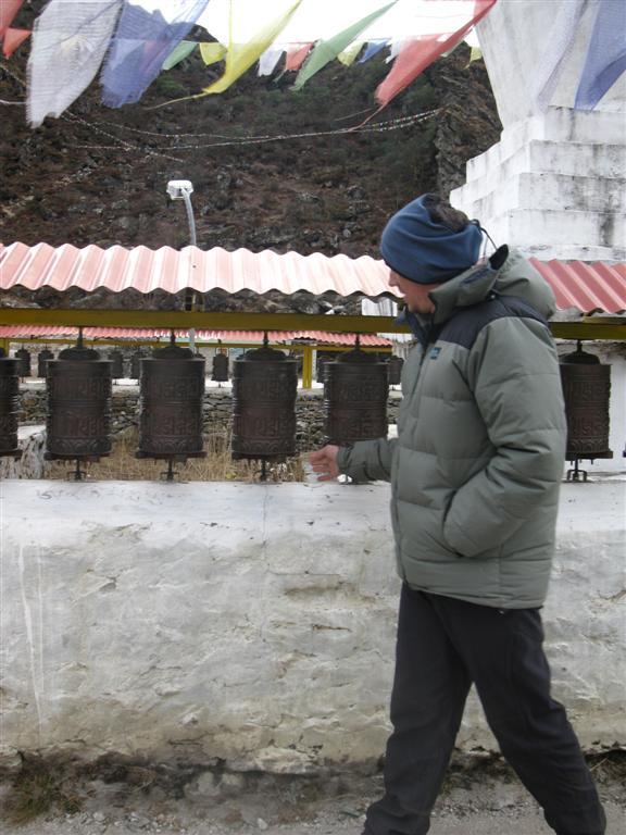 Brett pays respects at Kumjung